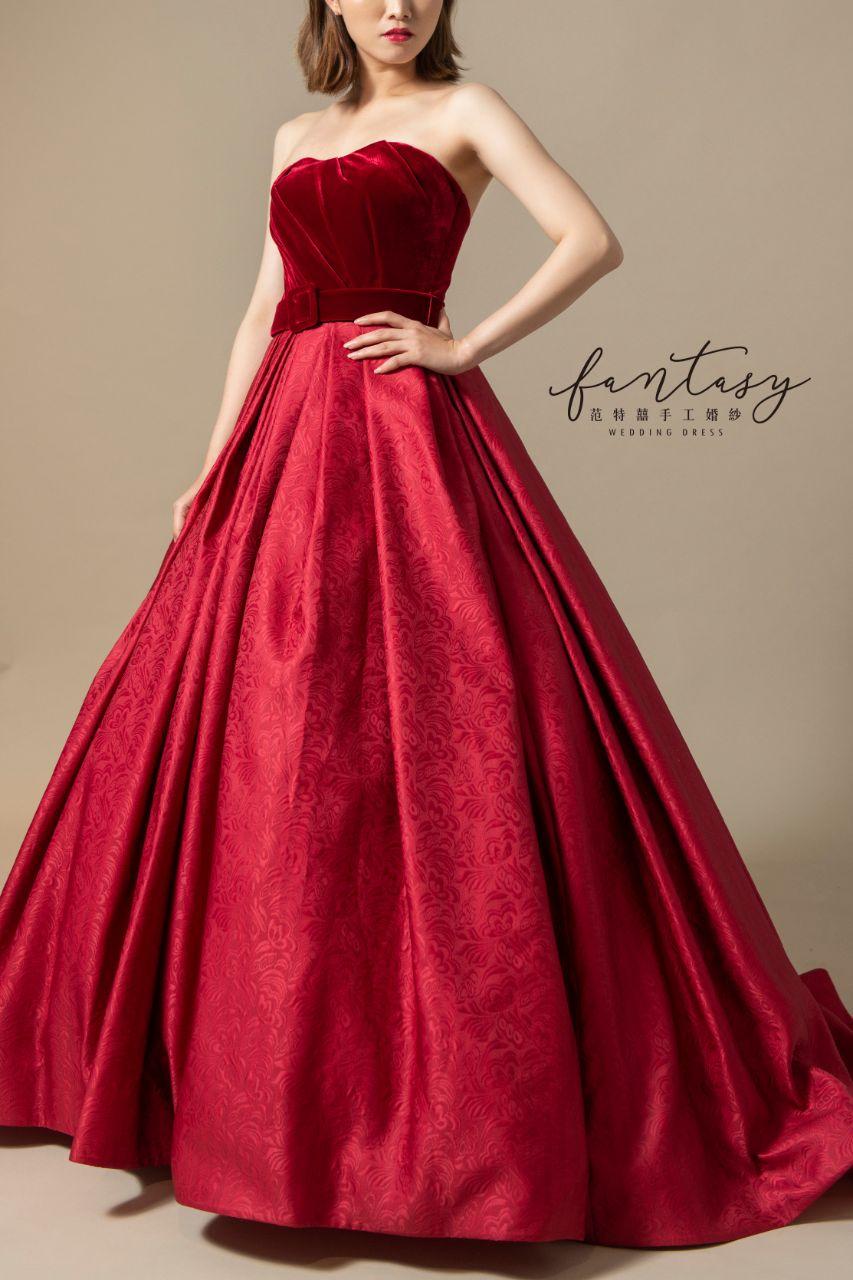 桃心領紅色晚禮服