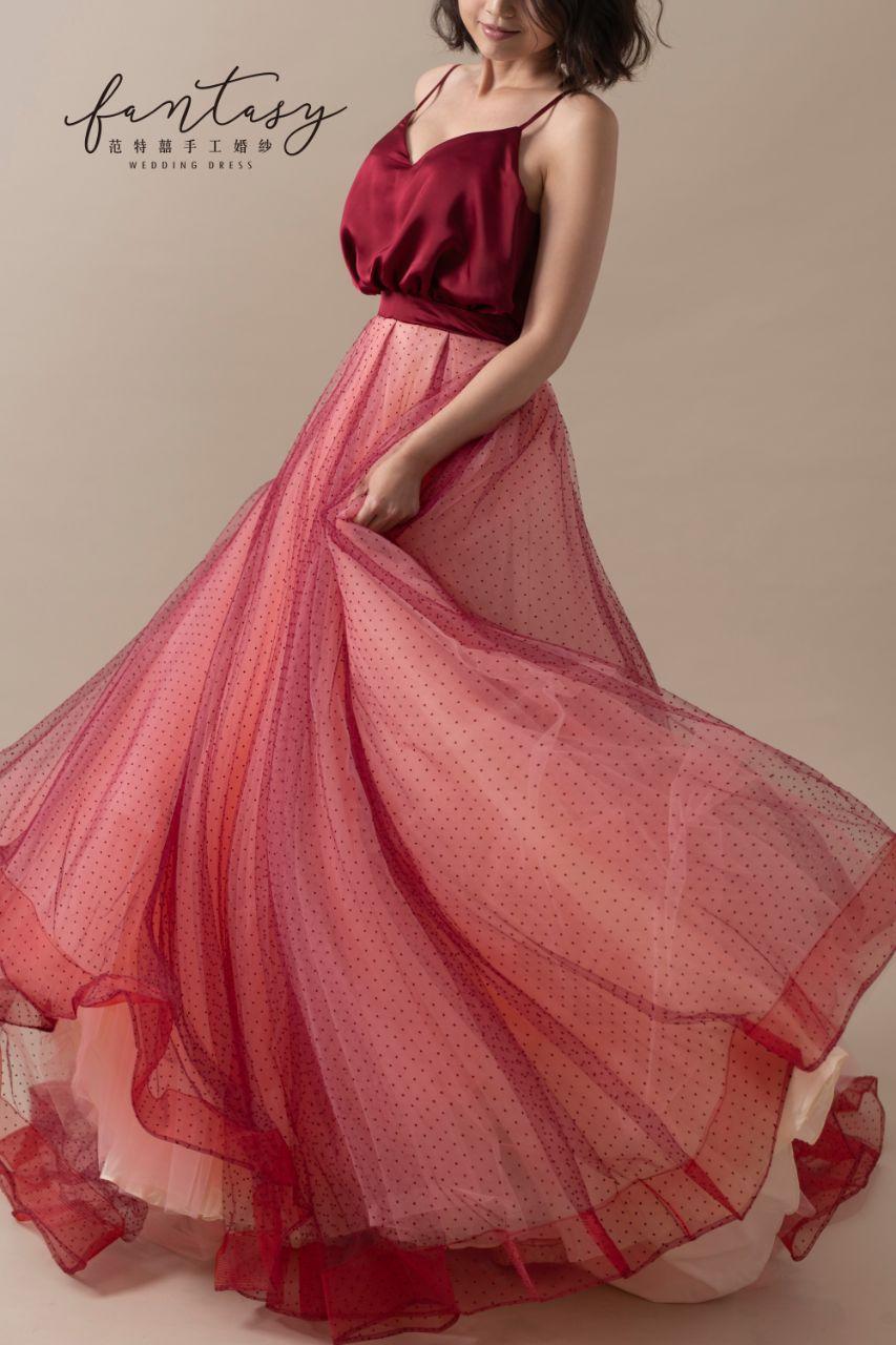 細肩帶緞面紅色晚禮服