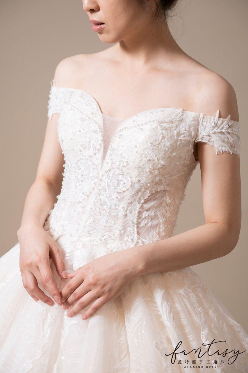 優雅卡肩性感白紗