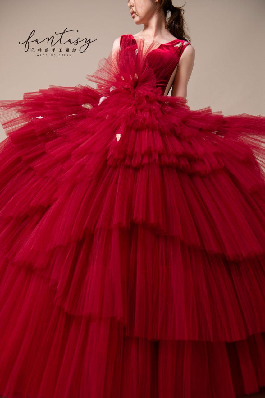 層次設計師款紅色晚禮服