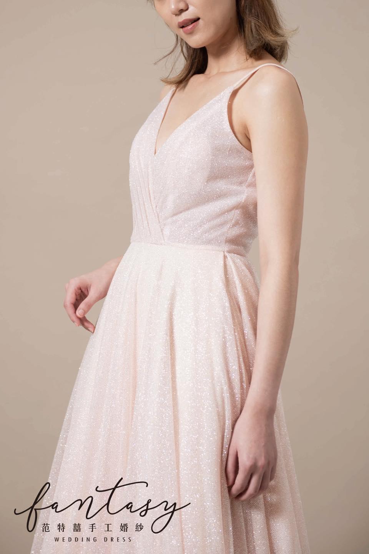 細肩帶深V粉色晚禮服